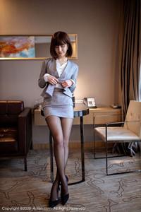 身材完美的年轻女教师尤物林文文ol制服诱惑写真
