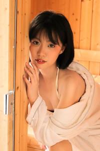 浴巾美女齐耳短发香肩美腿湿身诱惑虎白女粉嫩在线看写真