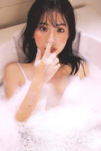 GOGO专业大尺度高清人体浴缸美女氧气湿身吊带风情写真