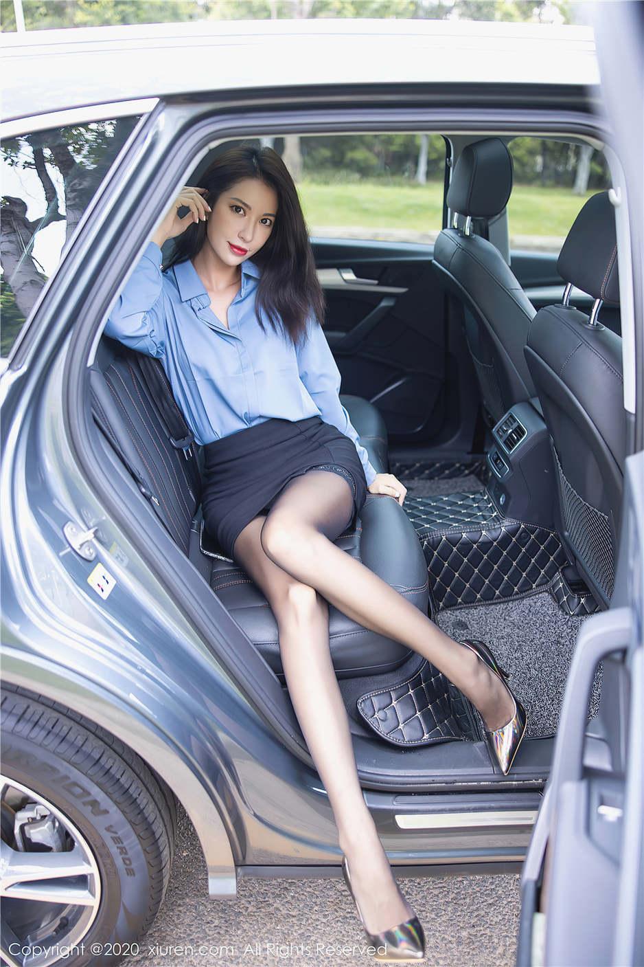 性感车模carry制服丝袜酥胸美腿诱惑写真 秀人网第2274期第1张