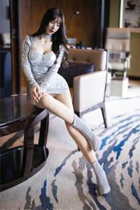 极品美女周于希Sandy超短裙大胸美臀诱惑高清写真 秀人网第2318期
