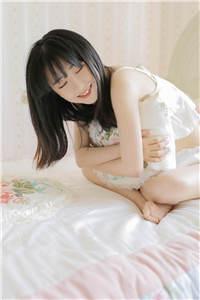 稚嫩的美腿少女人体艺术摄影