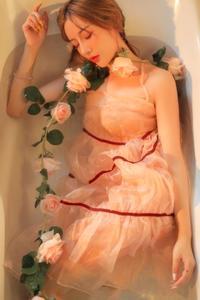 红唇美人张文珊蕾丝透视装湿身诱惑乌克兰大胆人术艺术图