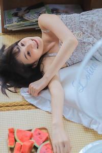 吊带长腿美女居家性感妖娆人体艺术写真