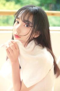 日系高颜值美少女性感迷人养眼白皙香肩美腿写真