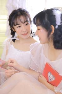 双飞美女姐妹花性感百合蕾丝酥胸人体艺术图片