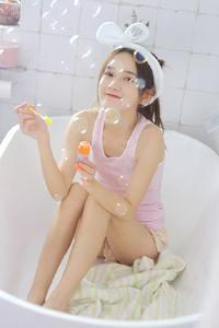 清纯mm在唯美泡泡浴湿身大奶养眼日本写真集