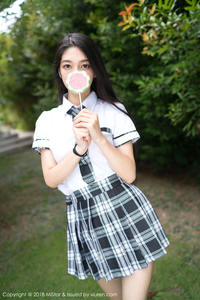 清纯学生妹小热巴学生制服超短裙翘臀gogo全球人体高清大胆