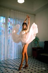 舞姿妖娆性感美女室内唯美美腿玉足人体艺术写真