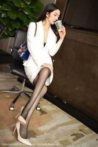 职业秘书小热巴黑丝制服高跟美腿低胸露奶艺术照