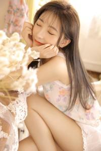 极品美女白嫩玉乳气质长发人体艺术写真