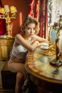 优优人体艺术美女蕾丝内衣雪白酥胸性感少女写真